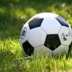 FOOTBALL : LE BALLON DU MATCH GUITINIÈRES – OZILLAC RETROUVÉ DANS LA SEUGNE